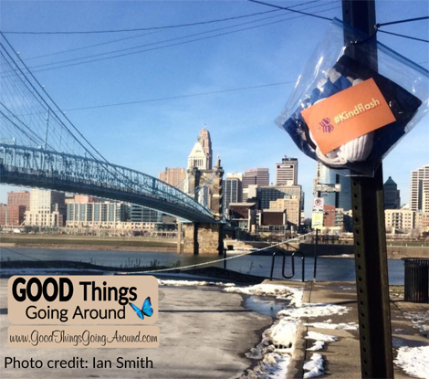 #KindFlash is a Cincinnati area group of volunteers doing random acts of kindness