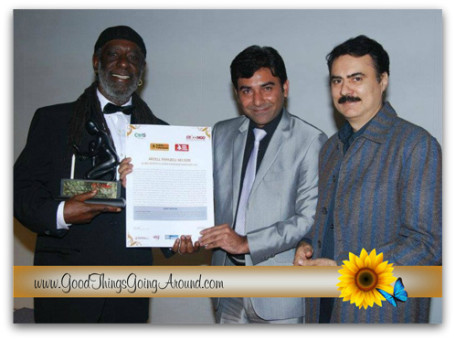 "Pictured: Arzell Papazell Nelson receiving the ""KARMAVEER PURASKAAR'S"" GLOBAL AWARD for SOCIAL JUSTICE and CITIZEN ACTION and NOBEL LAURETTE under the GLOBAL ARTISTES 4 CHANGE MUSIC category for 2011."
